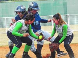 Lady's Softball Team Travel to Laredo