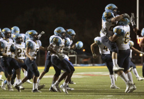 Varsity Football Team Loses 24-21 to Jaguars in Final Field Goal